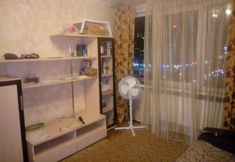 Сдается комната   в двухкомнатной коммунальной квартире на длительный срок.